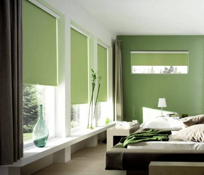 Imparts an elegant look to the house with Blackout Roller Blind