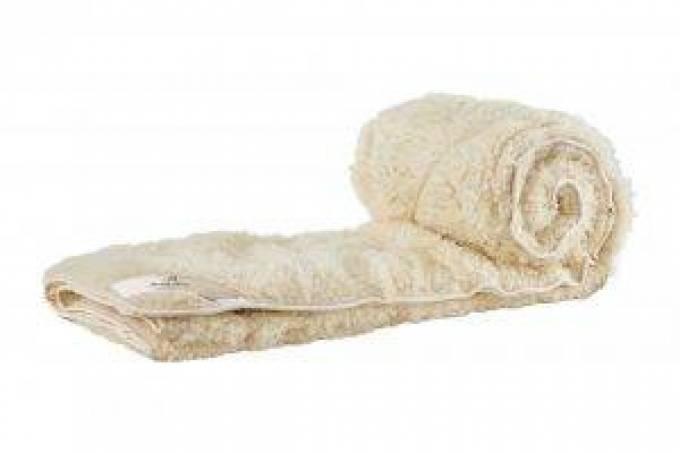 Happy Sleeping with the Lightweight Comforter