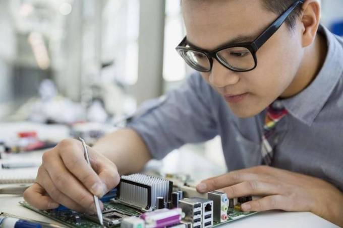 The Best Place To Join Laptop Repairing Course in Delhi